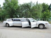 Lincoln-town-car-white-8mest-5dver_00038